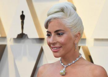"""Lady GagaOscar-Preisträgerin und Verwandlungskünstlerin Lady Gaga hat zwar ein riesiges Lungenvolumen – sie selbst ist jedoch ziemlich klein. Die """"Shallow""""-Interpretin ist gerade einmal 1,55 Meter groß!"""