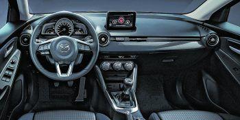 """<p class=""""caption"""">Mit seinem Infotainment-System sorgt der Mazda 2 für ganz viel Spaß während der Fahrt.</p>"""