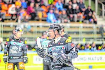 Robin Gartner im Messestadion Dornbirn: Vor heimischem Publikum gelangen dem DEC in dieser Saison noch keine Punkte.Foto: DEC