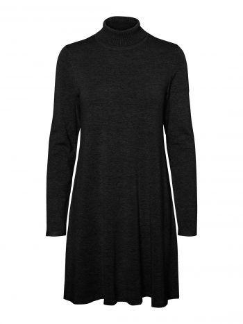 """<p class=""""caption"""">Schickes Kleid mit Rollkragen um 39,99 Euro bei Vero Moda erhältlich.</p>"""