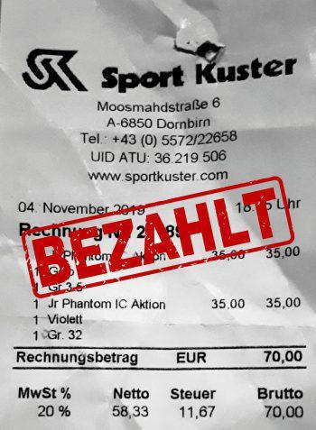 """<p class=""""caption"""">70 Euro: Sabine Maier hat sich Sportsachen gekauft.</p>"""