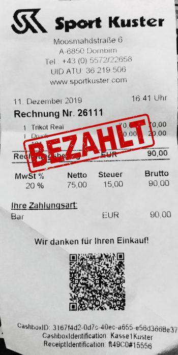 """<p class=""""caption"""">90 Euro: Denise Lichtenegger hat bei Sport Kuster eingekauft.</p>"""