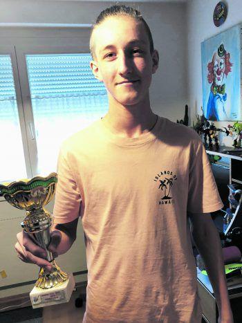 """<p class=""""caption"""">André mit seinem Austria-Cup-Pokal.</p>"""