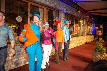 """<p class=""""caption"""">Anouk, Sabrina, Friederike und Jasmin präsentierten aktuelle Wintermode von Sport Madlener.</p>"""