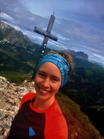 "<p class=""caption"">Auch den höchsten Gipfel meistert Jasmin problemlos. </p>"