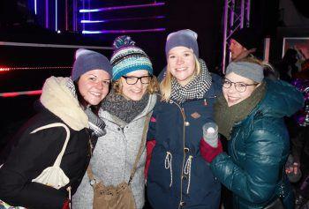Bei den zahlreiche erschienenen Gästen herrschte trotz eisiger Kälte beste Stimmung und Tanzlaune.