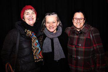 "<p class=""caption"">Christa Zadra, Clownfrau Elke Riedmann und Jeanette Winkel.</p>"