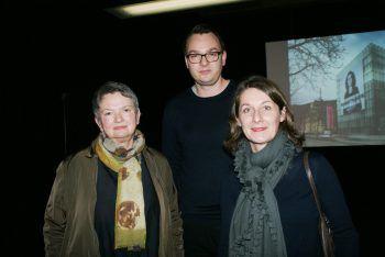Christine Jehle, Andreas Rohrer und Sabine Venier bei der Ausstellungseröffnung und der Präsentation des Banners am KUB.
