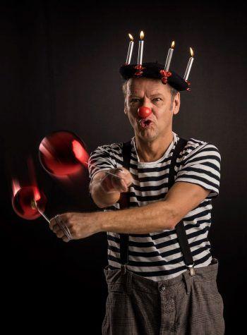 Clown Dido zeigt sein neues Weihnachtsstück.Foto: handout/Stefan Schlenker