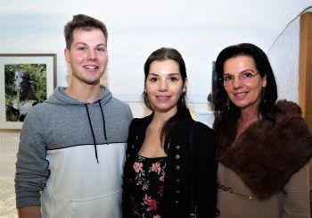 """<p class=""""caption"""">Daniel Pfeifer mit Raphaela und Annemarie Bitsche.</p>"""