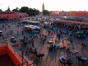 Das bunte Treiben am Markt in Marrakesch lässt einen 1001 Nacht erleben.Foto: Nachbaur Reisen