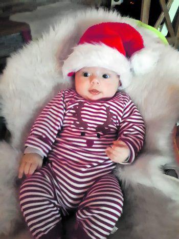 """<p class=""""caption"""">Der kleine Theo feiert dieses Jahr sein erstes Weihnachten!</p>"""