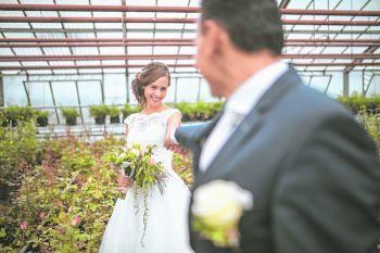 """<p class=""""caption"""">Die emotionalen Momente der Hochzeit einfangen: Das schafft Sams-Foto.</p>"""