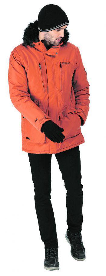 """Die Herren-Mantel von """"Regatta"""" ist wasserdicht und verfügt über viele Taschen. Mit seinem Kunstfellkragen ist der Mantel auch ein modischer Hingucker. Preis: 59,99 Euro."""