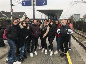 Die Mädels der Kulturakademie der HAK Bregenz vor ihrem Auftritt.Foto: handout/privat