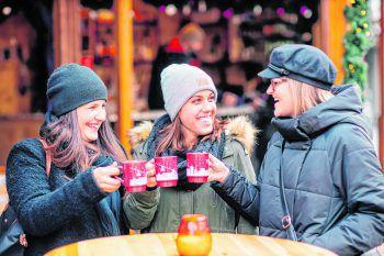 Die WANN & WO-Mädels Saskia, Corinna und Tina haben das Angebot von vier Weihnachtsmärkten im Ländle genauer unter die Lupe genommen und sie auf ihren Flirt-Faktor, Selfie-Spots und Partytauglichkeit getestet. Fotos: Sams, Udo Mittelberger, Feldkirch Stadtmarketing, Eva Sutter, Matthias Rhomberg