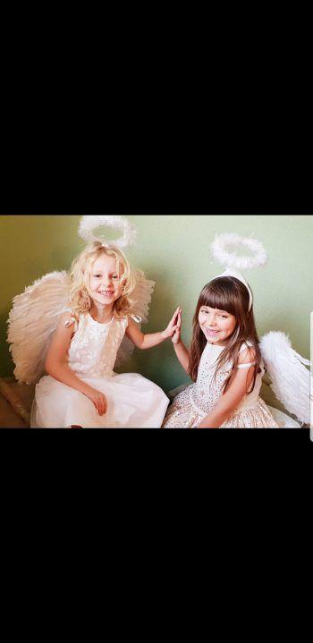 """<p class=""""caption"""">Die zwei süßen Engelchen sammelten über 200 Likes auf Facebook!</p>"""