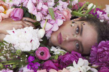 """Dillon hat vier Studioalben und die EP """"When Breathing Feels Like Drowning"""" veröffentlicht."""