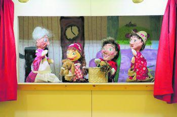 Edda Spindler, Gabi Seeger und Sandra Corona spielten gekonnt ein Kasperltheater. Fotos/Text: WAM