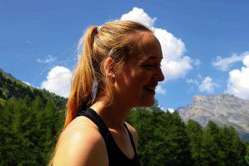 "<p class=""caption"">Egal ob im Winter oder Sommer – Anouk ist gerne in den Bergen. </p>"