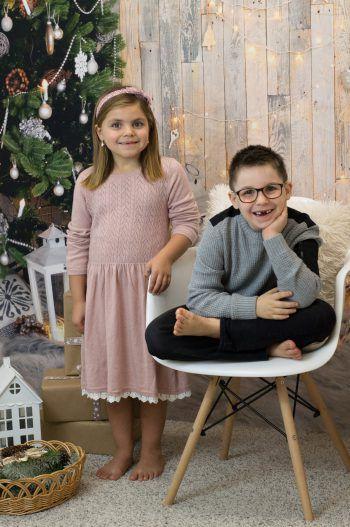 """<p class=""""caption"""">Elaine und Noel beim jährlichen Weihnachts-Shooting.</p>"""