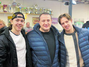 """<p class=""""caption"""">Felix Beck, Vater Michael und Marco Rossi zu Gast beim Derby in Lustenau.</p>"""