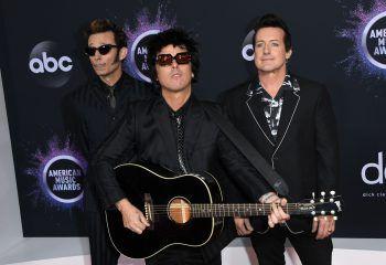 """<p class=""""title"""">Green Day: """"Father of All ... """"</p><p>Lange haben sich die Jungs um Billie Joe Amstrong rar gemacht – jetzt kommen sie dafür umso fulminanter zurück. Festival-Auftritte, Live-Gigs und auch ein neues Album erwartet die Fans der US-amerikanischen Punk-Rock-Band im Jahr 2020. Mit """"Father of All ... """" bringen die fünfach Grammy-ausgezeichneten Musiker im kommenden Jahr ihr 13. Studioalbum auf den Markt. Erscheinungsdatum: 7. Februar 2020. Foto: Reuters</p>"""