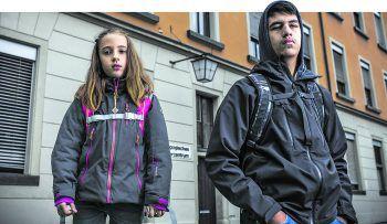 Hinter der Unterbringung von Kindern, wie hier Sarah und Kaan in Feldkirch, steht ein großes Fragezeichen.Foto: Breuß/Sams, Georg Alfare