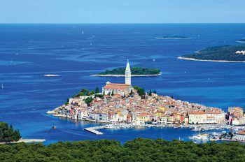 """<p class=""""title"""">               Kroatien             </p><p>Die Region Istrien ist eine der schönsten in Kroatien. Neben einer tollen Küste mit kleinen Inseln und glasklarem Wasser bieten das kontrastreiche Hinterland mit seinen Nationalparks und die malerischen Städtchen alles, was man für einen rundum gelungenen Urlaub mit viel Abwechslung braucht. Tipp Kreuzfahrt Deluxe: ab/bis Opatija auf einer Yacht mit nur 19 Kabinen.</p><p />"""