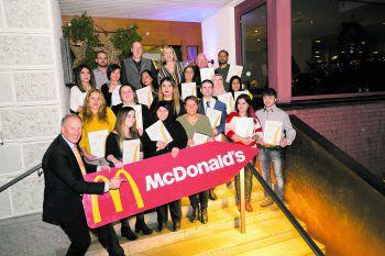 Insgesamt 20 Mitarbeiter der sechs Restaurants wurden zum Jubiläum geehrt.McDonald´s bedankte sich für die Treue und gute Zusammenarbeit! Foto: handout /McDonald´s
