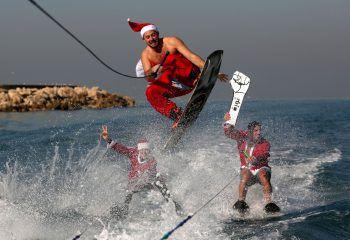 <p>Jounieh. Witzig: Den Weihnachtsmann beim Wakeboarden konnten die Strandbesucher im Libanon sehen.</p>