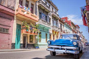 """<p class=""""title"""">               Karibische Inseln             </p><p>Kaum am Flughafen angekommen, wird man von der karibischen Lebensfreude angesteckt, denn stets trifft man auf mitreißende karibische Rhythmen und fröhliche Menschen – ob auf Kuba, in der Dominikanischen Republik, auf der Halbinsel Yucatan in Mexiko oder auf den zahlreichen kleineren Inseln. Für Sonnenhungrige, Ruhe-suchende, Wassersportler und Taucher sind die großzügigen Resorts an den wunderschönen Stränden mit ihrem erstklassigen Sport- und Freizeitangebot das ideale Urlaubsziel für Golfspieler und Wassersportler.</p><p />"""