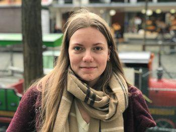 """<p>Lena, 17, Lustenau: """"Die Ferien verbringe ich zum Teil bei verschiedenen Familienessen. Silvester werde ich mit Freunden feiern. Ansonsten werde ich wohl hin und wieder in der Stadt ausgehen.""""</p>"""