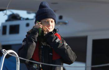 """<p>Lissabon. Angekommen: Greta Thunberg erreicht mit dem Segelschiff """"La Vagabonde"""" den portugiesischen Hafen.</p>"""