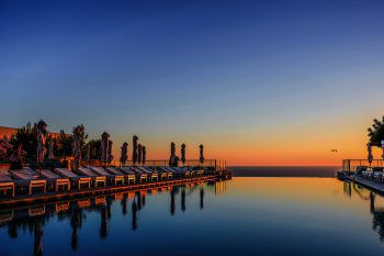 """<p class=""""caption"""">Luxus pur: Das Jumeirah Port Sóller Hotel & Spa liegt abseits des städtischen Stresses und Trubels auf einer Klippe.</p>"""