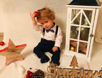 """<p class=""""caption"""">Maurice aus Götzis hat sich für das Weihnachtsfest schon einmal schick gemacht.</p>"""