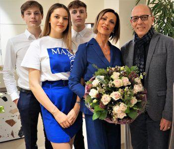 Michael Rauth heißt Josette Azzopardi als Geschäftsführerin von Max&Co. in Bregenz willkommen, links ihre Kinder Mikael, Alessia und Samuel.