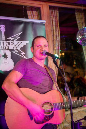 """<p class=""""caption"""">Mike Live sorgte für die passende musikalische Untermalung des Abends.</p>"""