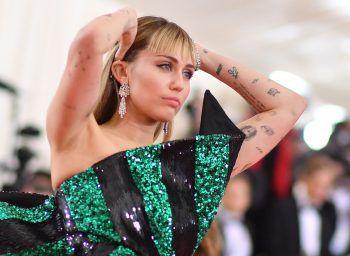 """<p class=""""title"""">Miley Cyrus</p><p>Miley Cyrus provoziert gerne. Das ist kein Geheimnis. Jedoch betrifft das nicht ihren Ernährungsstil. Die """"Wrecking Ball""""-Sängerin ist Veganerin!</p>"""