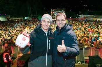 Nach seinem Sieg ließ sich Alessandro Hämmerle mit LH Markus Wallner feiern. Foto: Landespressestelle/Hofmeister