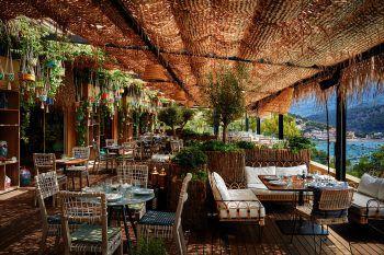 """<p class=""""caption"""">Ob am beheizbaren Pool oder in unserem Neni Mallorca Restaurant – im 4-Sterne Bikini Hotel gibt's alles mit Aussicht.</p>"""