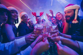 """Bock auf X-MasAlle Jahre wieder veranstaltet """"Eventz"""" im Festspielhaus den Weihnachtsbock. Gefeiert wird am Samstag, ab 21 Uhr. Für die musikalische Untermalung sorgt die Harthauser Musi und DJ Mog."""