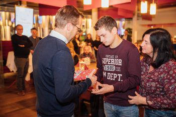 """<p class=""""caption"""">Philipp mit WANN & WO-Verkaufsleiter Markus Kirschner.</p>"""