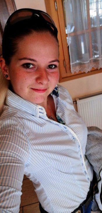 """<p class=""""caption"""">Sabrina (23 Jahre) aus Raggal geht als Kandidatin 3 ins Rennen um die Damülser Schneekönigin. Fotos: handout/Privat</p>"""