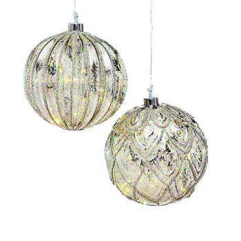"""<p class=""""title"""">               Silberkugeln             </p><p>Wunderschöne Glaskugeln mit Beleuchtung. Gesehen bei Mary Rose, Preis: ab 16,99 Euro.</p>"""