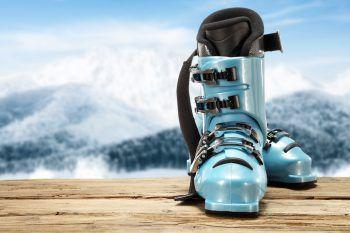 """<p class=""""title"""">               Skizubehör             </p><p>Für alle, die gerne auf der Piste unterwegs sind, ist Skizubehör perfekt. Warum also nicht etwas aus einem der Sportfachgeschäfte im Ländle schenken?</p>"""