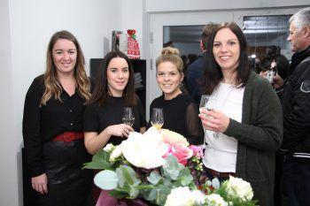Stefanie, Julia, Claudia und Nicole ließen sich die Eröffnung nicht entgehen.