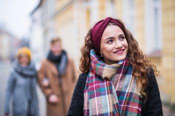 """<p class=""""title"""">               Stirnband             </p><p>Ein Stirnband hält an bitterkalten Wintertagen nicht nur die Ohren warm, richtig kombiniert wird es zu einem absoluten Hingucker!</p>"""