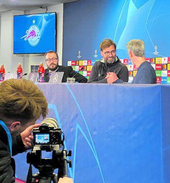 """<p class=""""caption"""">Sympathisch: In der Pressekonferenz entschuldigte sich Jürgen Klopp beim Dolmetscher für seinen Rüfel vom Vortag.</p>"""