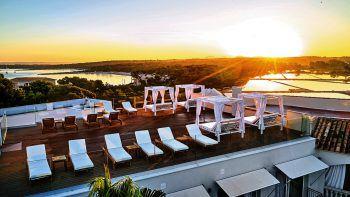"""<p class=""""caption"""">Terrasse mit Aussicht im Hotel El Coto.</p>"""